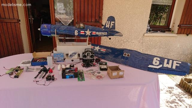 Avion CORSAIR + nombreux équipements