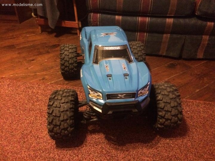 Traxxas Xmaxx S8 4WD SNAP ON edition
